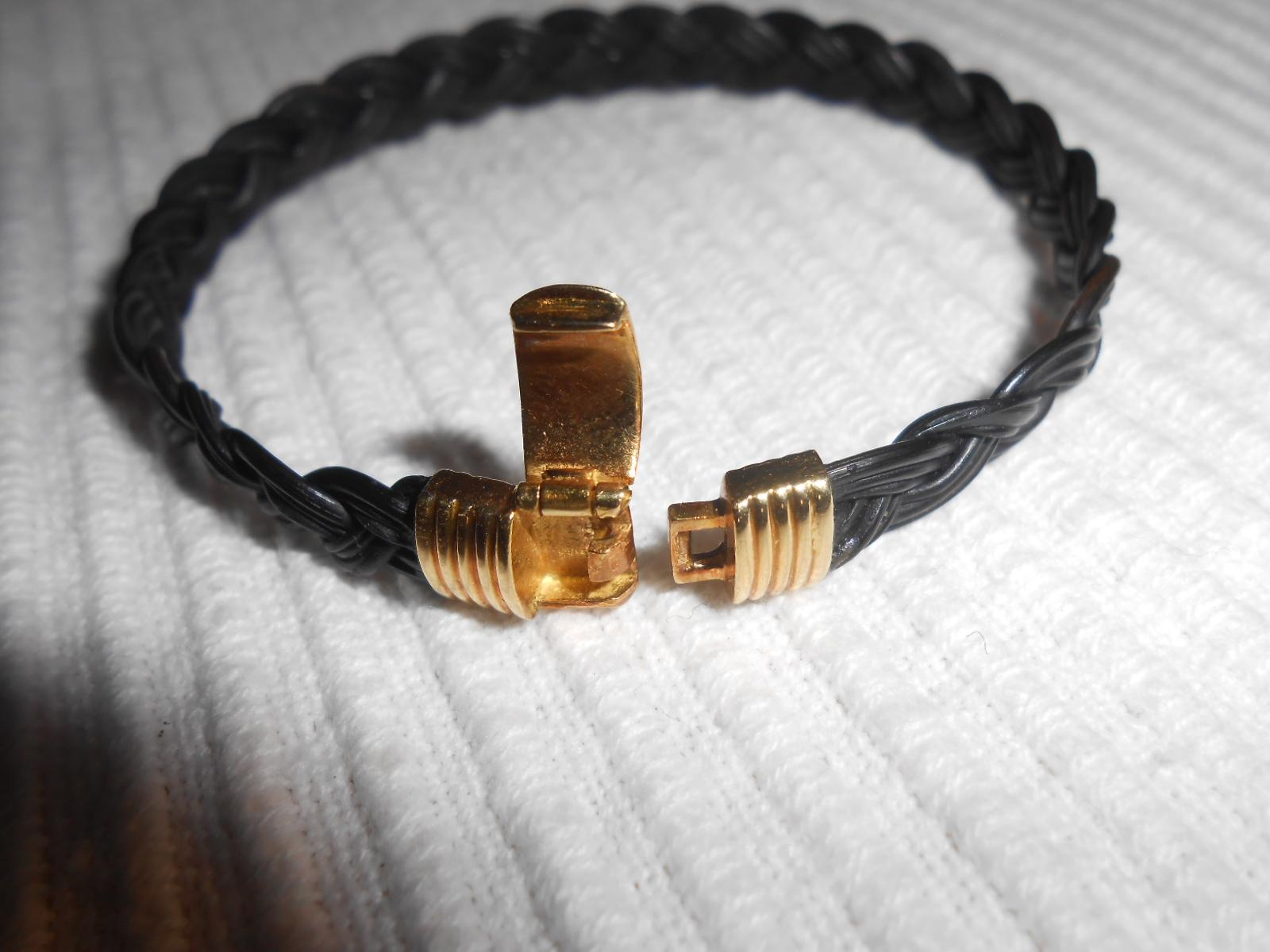 ancien bracelet or 18k et poils d 39 l phant tress s sign. Black Bedroom Furniture Sets. Home Design Ideas